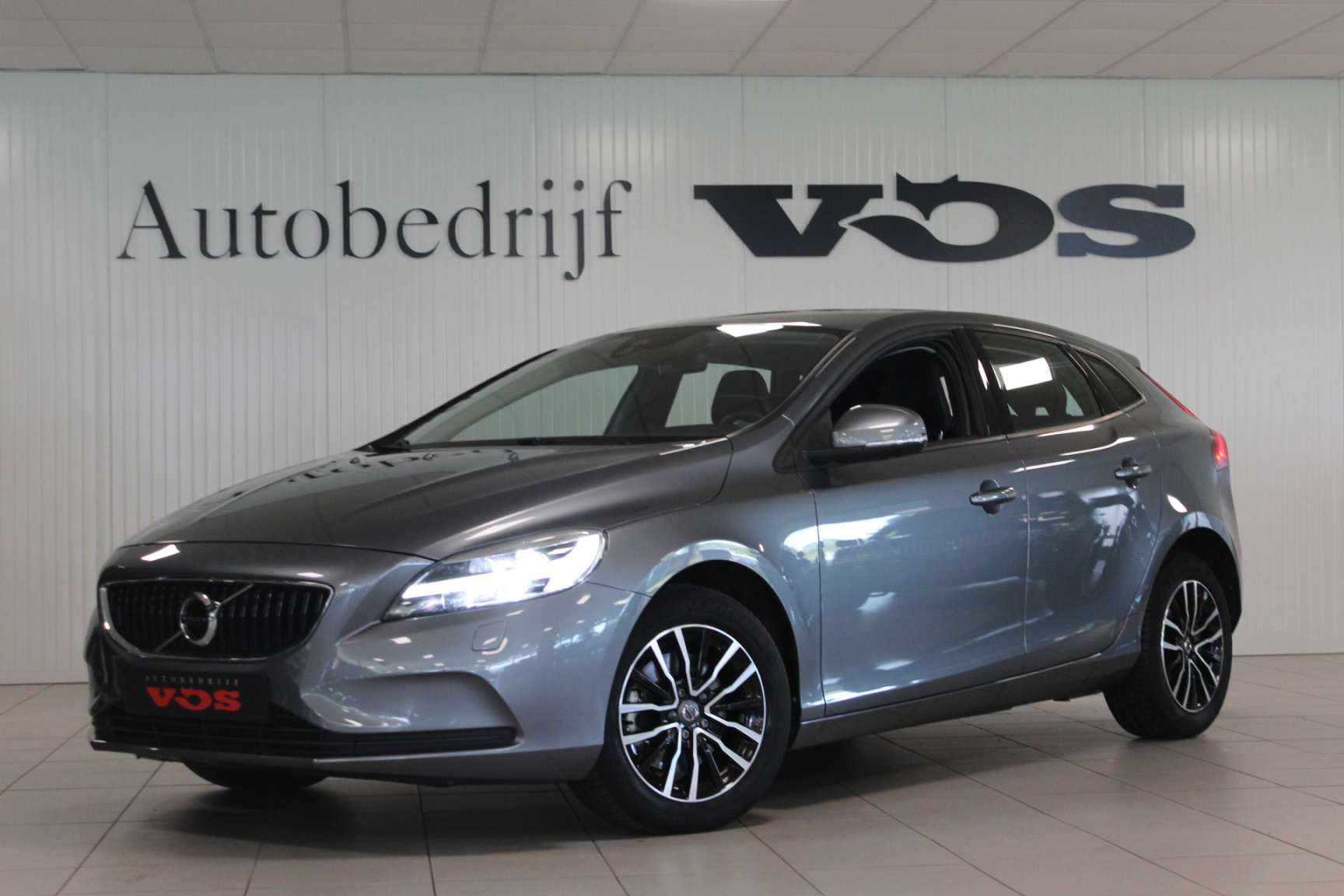 Volvo-V40-0